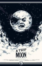 """Emisión: 06 de mayo de 2018 Seis valientes astronautas viajan en una cápsula espacial de la Tierra a la Luna. La primera película de ciencia-ficción de la historia fue obra de la imaginación del director francés y mago Georges Méliès (1861-1938), que se inspiró en las obras """"From the Earth to the Moon"""" (1865) de Julio Verne y """"First Men […]"""